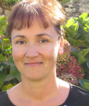 Céline JANOT, Adjointe en charge des affaires sociales, emploi, logement.